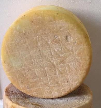 Pecorino Sardo con cuajo vegetal - Dolce di cardo curado 6 meses - Azienda Agricola Mureddu Aru